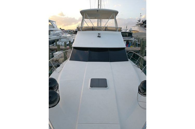 Up to 12 persons can enjoy a ride on this Offshore sport fishing boat