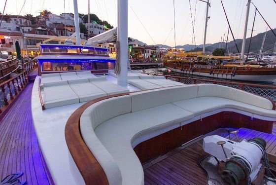 Up to 10 persons can enjoy a ride on this Ketch boat
