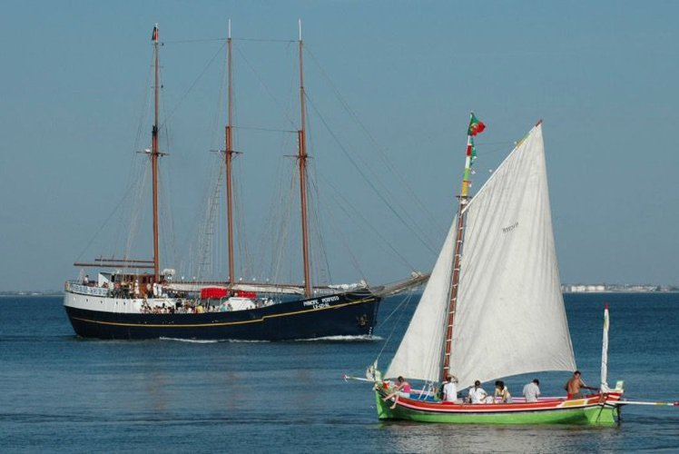 Up to 200 persons can enjoy a ride on this Schooner boat