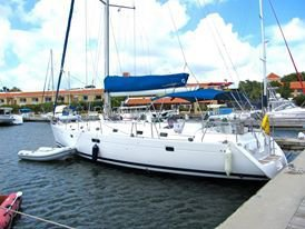 Up to 14 persons can enjoy a ride on this Motorsailer boat