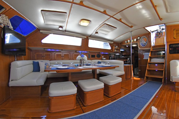 This 72.0' Irwin 65 cand take up to 7 passengers around Baja California Sur