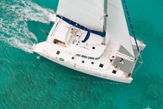 Luxurious 44 ft Catamaran
