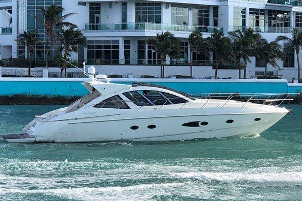 This 54.0' 54' Azimut Atlantis cand take up to 12 passengers around Miami