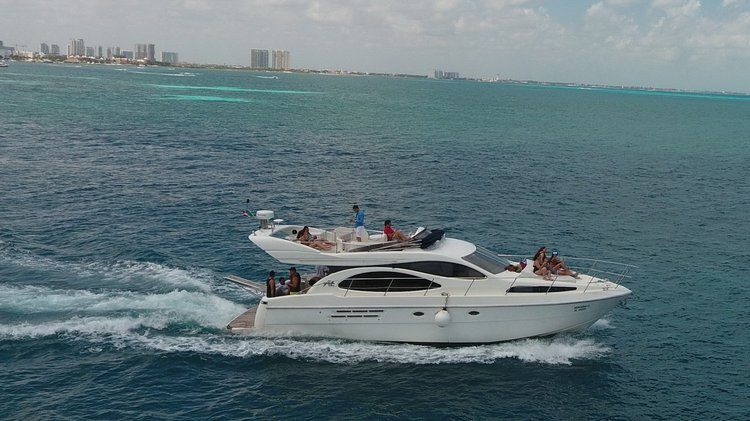 Enjoy luxury and comfort on this Cancun 50' motor boat rental