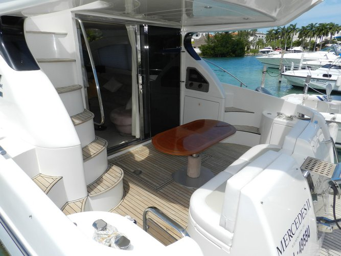 Discover Cancún surroundings on this 50 Azimut boat