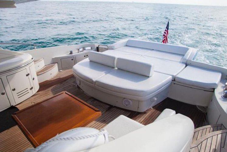 Discover Miami surroundings on this S Azimut boat