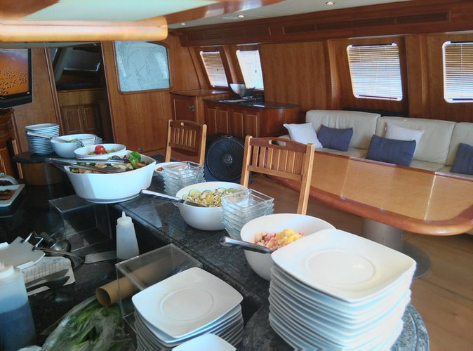 Discover Cancún surroundings on this 74 Bolder boat