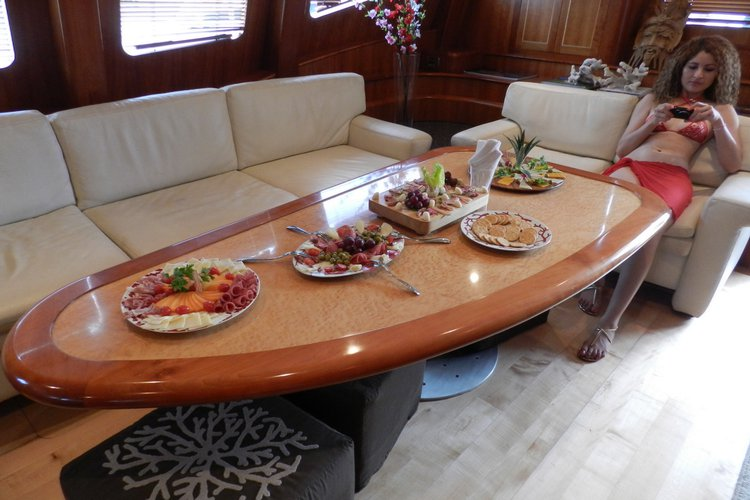 This 74.0' Bolder cand take up to 30 passengers around Cancún