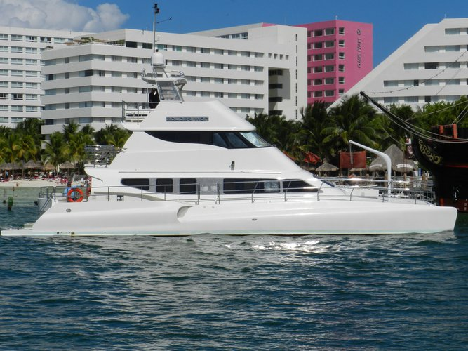 Catamaran boat for rent in Cancún