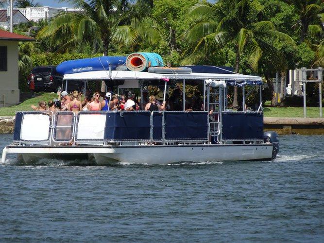 This 40.0' CORINTHIAN cand take up to 39 passengers around Miami