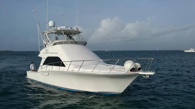 Experience Cancun on board this elegant 40 ft motor boat