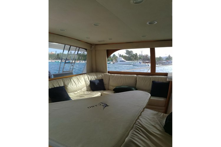 This 40.0' Cabo cand take up to 10 passengers around Cancún