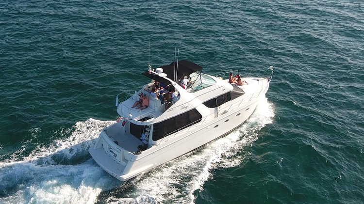 Motor yacht boat rental in Cancún, Mexico