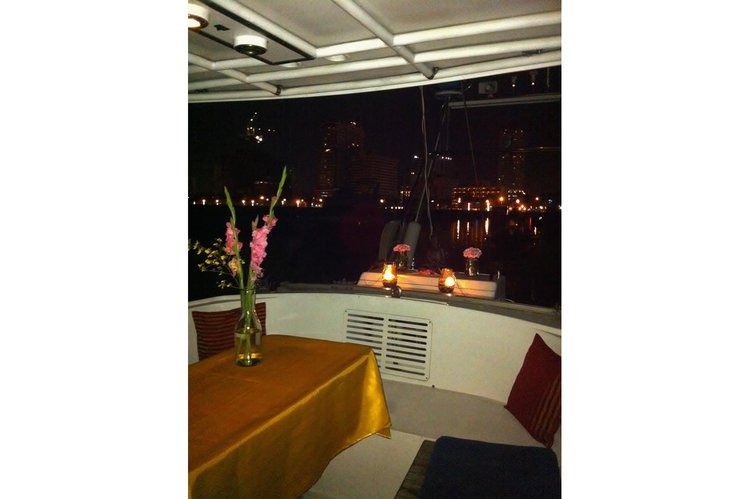 Discover Manila surroundings on this Custom Custom boat