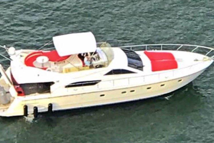 This 60.0' Ferretti cand take up to 13 passengers around Miami