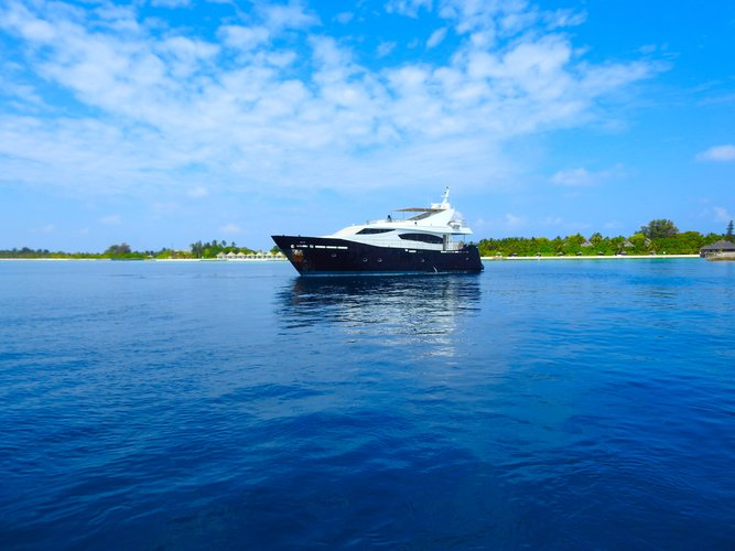 Flybridge boat for rent in Hulhumalé