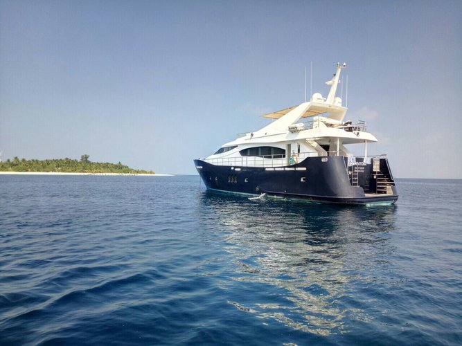 Discover Hulhumalé surroundings on this Ferretto Ferretti boat