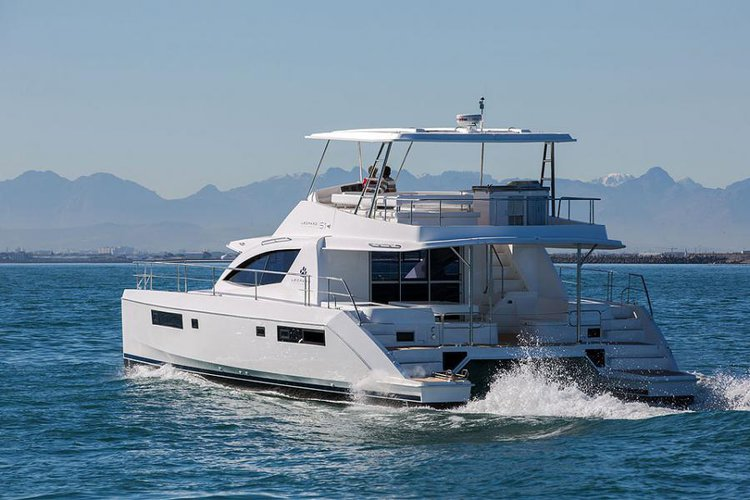 This 51.0' Leopard cand take up to 6 passengers around Road Town