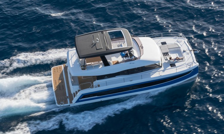 Discover Road Town surroundings on this MY44 Cat Fountaine Pajot boat