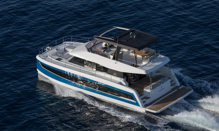 This 44.0' Fountaine Pajot cand take up to 8 passengers around Road Town