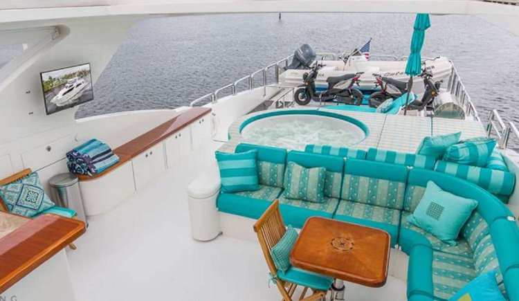 Discover Road Town surroundings on this Custom Hargrave boat