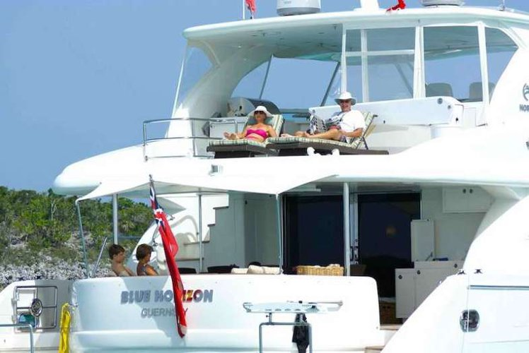 Discover Road Town surroundings on this PC60 Horizon boat