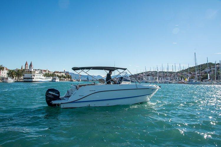 Boat for rent QUICKSILVER 26.0 feet in Trogir, Croatia