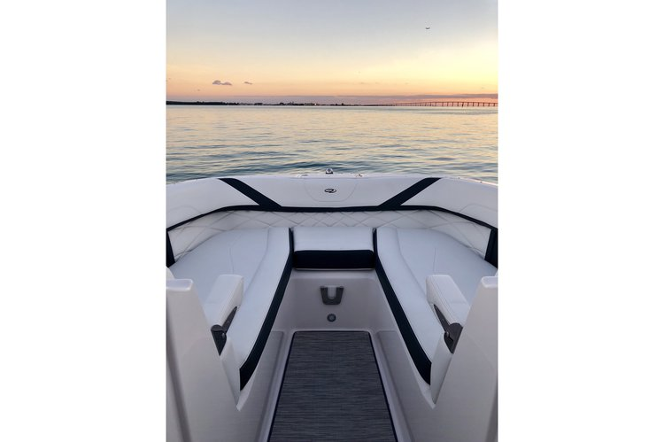 Bow rider boat for rent in Miami Beach