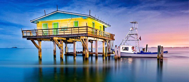 Discover Miami surroundings on this 26 OBX Regal boat