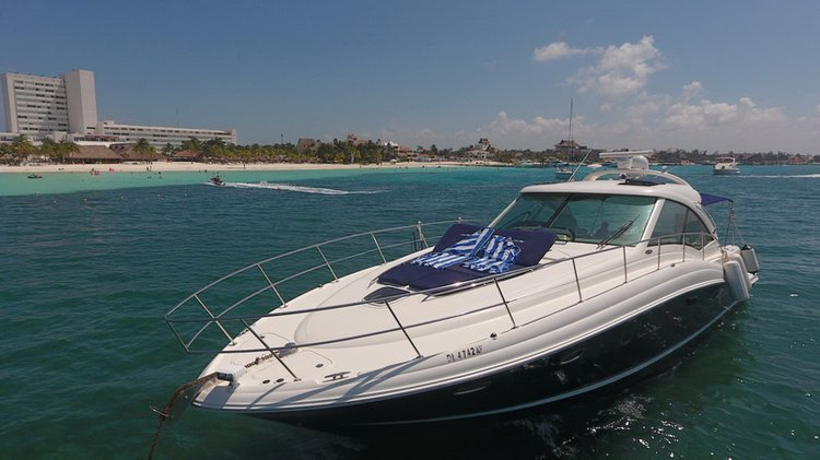 Have fun in the sun on this Cancun 48' motor boat charter