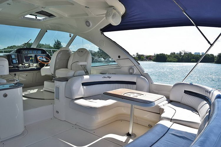 Boating is fun with a Flybridge in Cancún