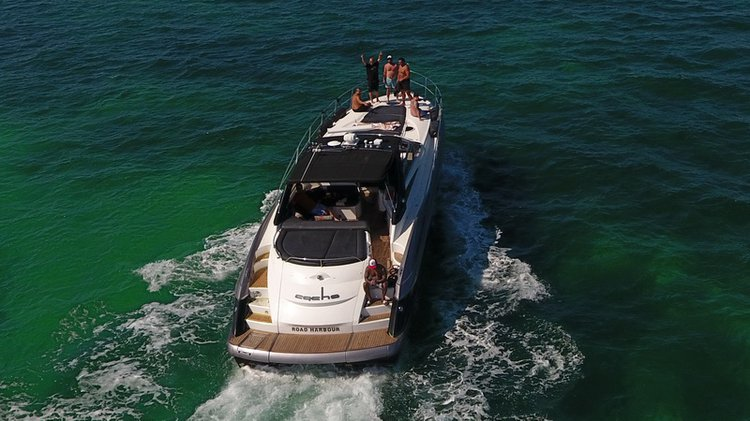 This 56.0' Sunseeker cand take up to 12 passengers around Cancún
