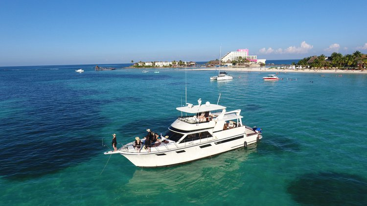 Sunseeker boat for rent in Cancún