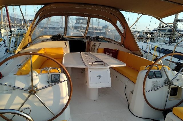 Discover Athens surroundings on this Cyclades 43.4 Beneteau boat