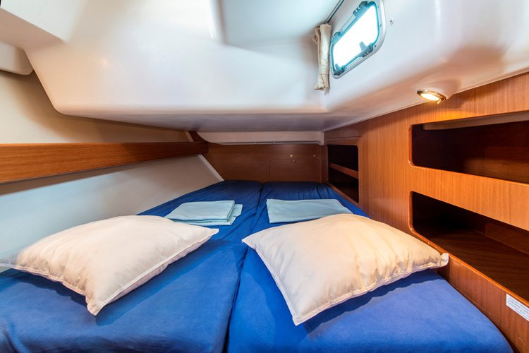 Discover Lavrio surroundings on this Cyclades 50.5 Beneteau boat