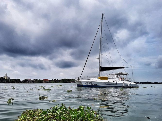 This catamaran charter is perfect to enjoy Maldives