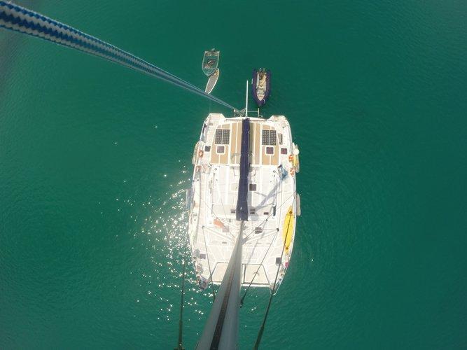 Catamaran boat for rent in Thulusdhoo