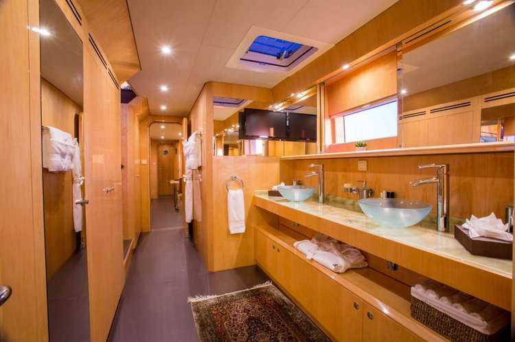 Discover Road Town surroundings on this Custom Custom boat