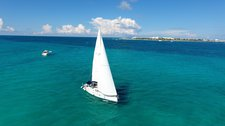 Relax on board our elegant 42' sailboat charter in Cancun