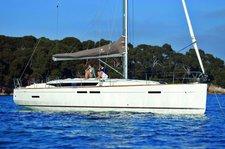 Experience Cuba on board this elegant Jenneau Sun Odyssey 449