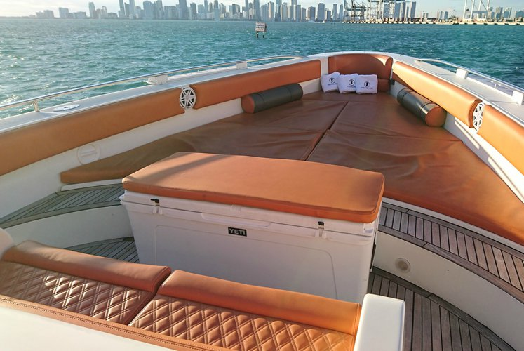 This 64.0' 64'Cantiery Opera cand take up to 13 passengers around Miami