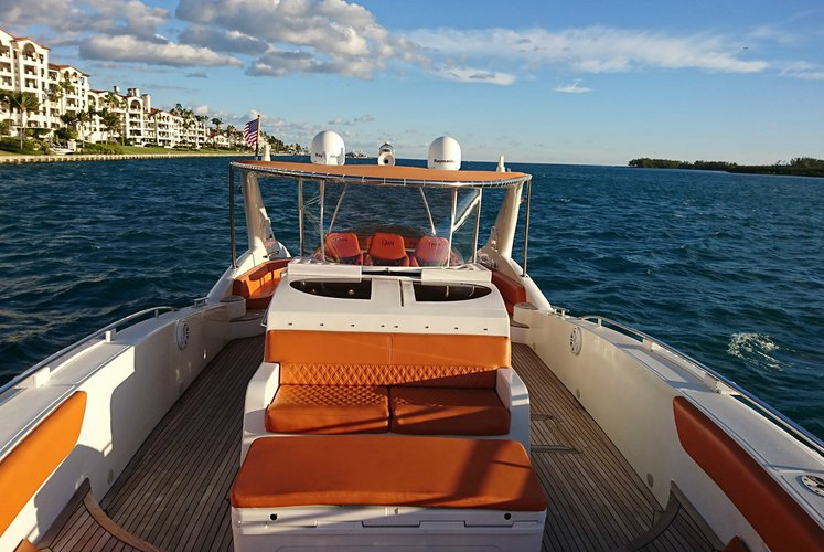 Discover Miami surroundings on this 64'Cantiery Opera 64'Cantiery Opera boat