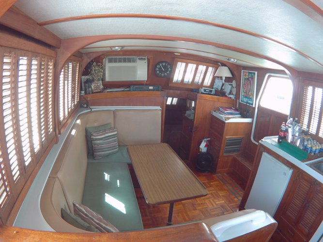 Discover Miami surroundings on this 40 NPC Albin boat