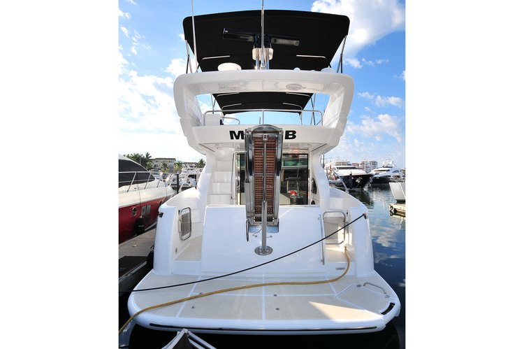 Discover Nayarit surroundings on this 46 Azimut boat