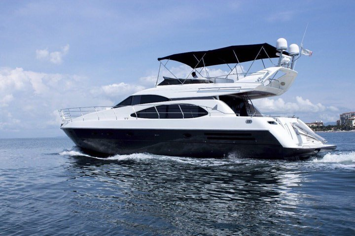Charter this amazing 58' motorboat in Nayarit