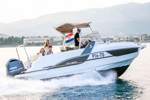 Best boat in class for explore islands and coast ! Full equipment !