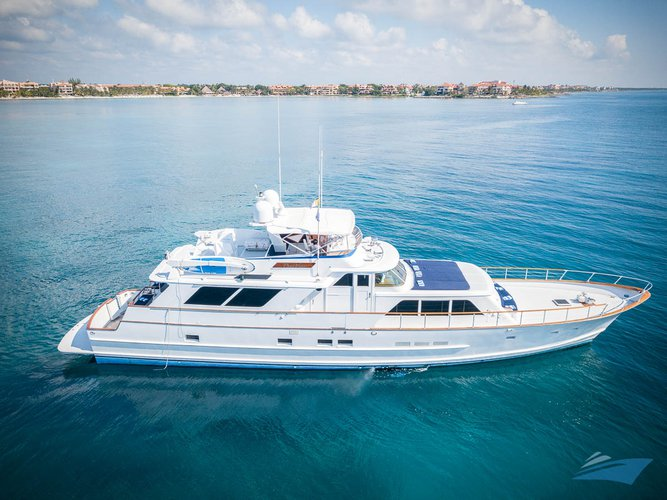 This motor yacht charter is perfect to enjoy Mexico