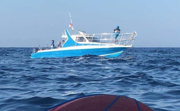 This motor boat rental is perfect to enjoy  Bali
