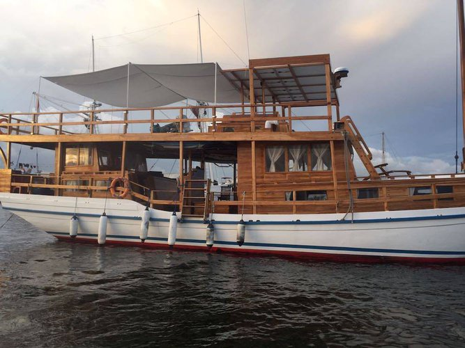 Classic boat for rent in Bali