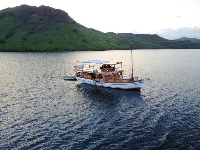 Enjoy the adventure of a lifetime while cruising on this sailboat